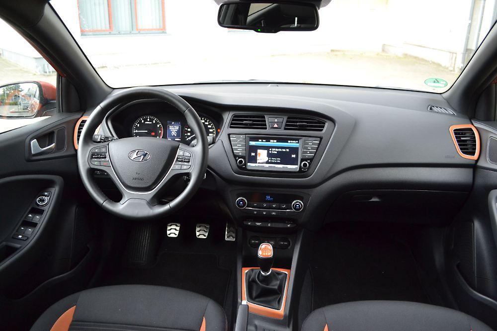 Hyundai i20 active im praxistest flotter dreiender mit for Interieur hyundai i20