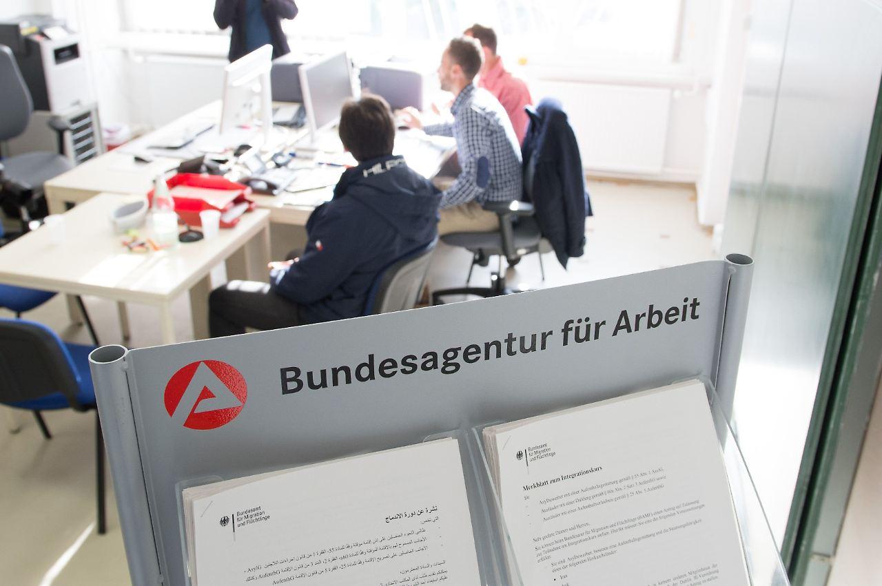 seit jahren ohne perspektive 2 6 millionen deutsche dauerhaft in hartz iv n. Black Bedroom Furniture Sets. Home Design Ideas