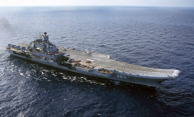 """Russlands einziger Flugzeugträger auf großer Fahrt: Auf Befehl des Kremls macht sich der Flugzeugträger """"Admiral Kusnetsow"""" auf den Weg in Richtung Mittelmeer."""