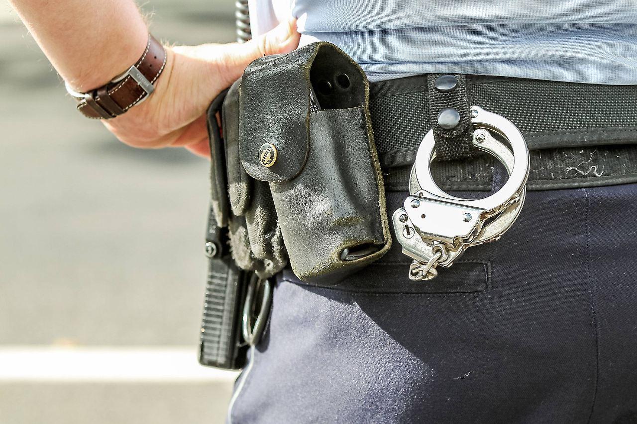 Dürfen polizisten im dienst flirten