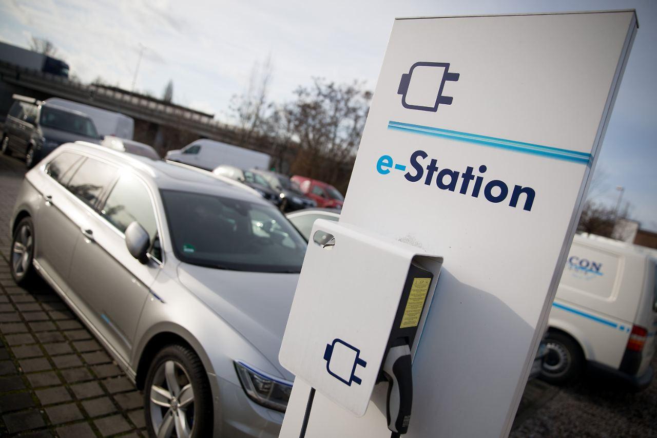 Durchbruch für E-Autos?: Autohersteller planen Ladestationen - n-tv.de