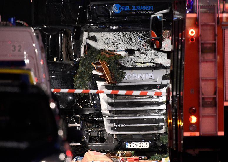 Fünf Tage vor Heiligabend wird Berlin von einem tödlichen Vorfall erschüttert. Ein Lkw rast gegen 20 Uhr mitten in einen Weihnachtsmarkt an der Gedächtniskirche. Sie ist ein beliebtes Ziel ...