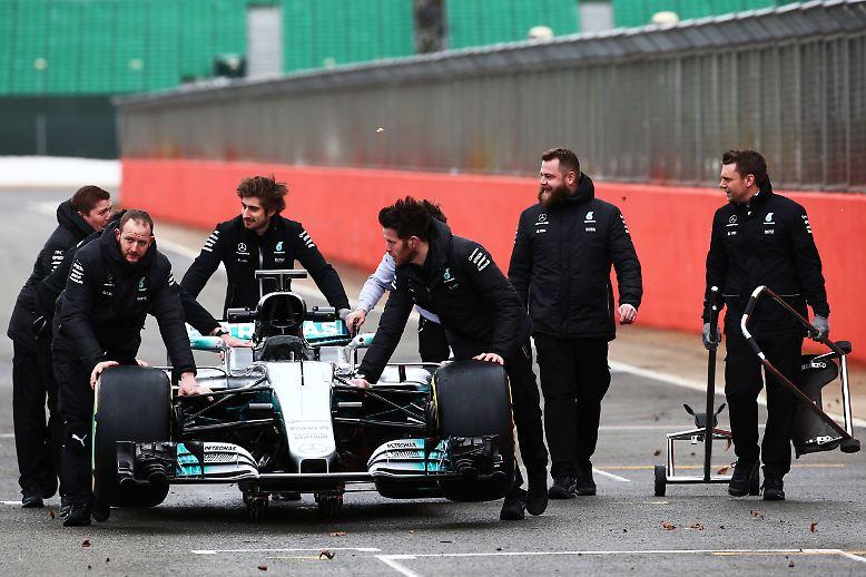 """Der neue Mercedes W08 entlockt dem zurückgetretenen Weltmeister Nico Rosberg Jubel: """"Wow, das neue Auto sieht heftig aus"""", kommentierte er bei Instagram."""