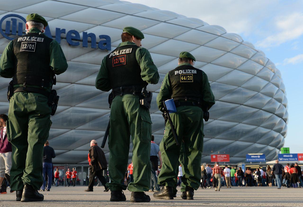 Der Sport Tag Polizei Stockt Aufgebot F 252 R Bayern Spiel
