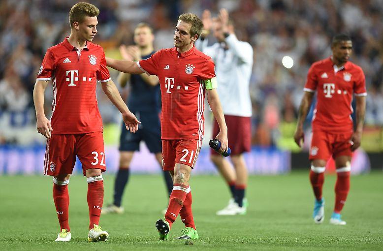 Besonders unglücklich: Für Bayern-Kapitän Philipp Lahm war es das letzte internationale Spiel seiner Karriere, die er nach dieser Saison beenden wird. (ara/sid)
