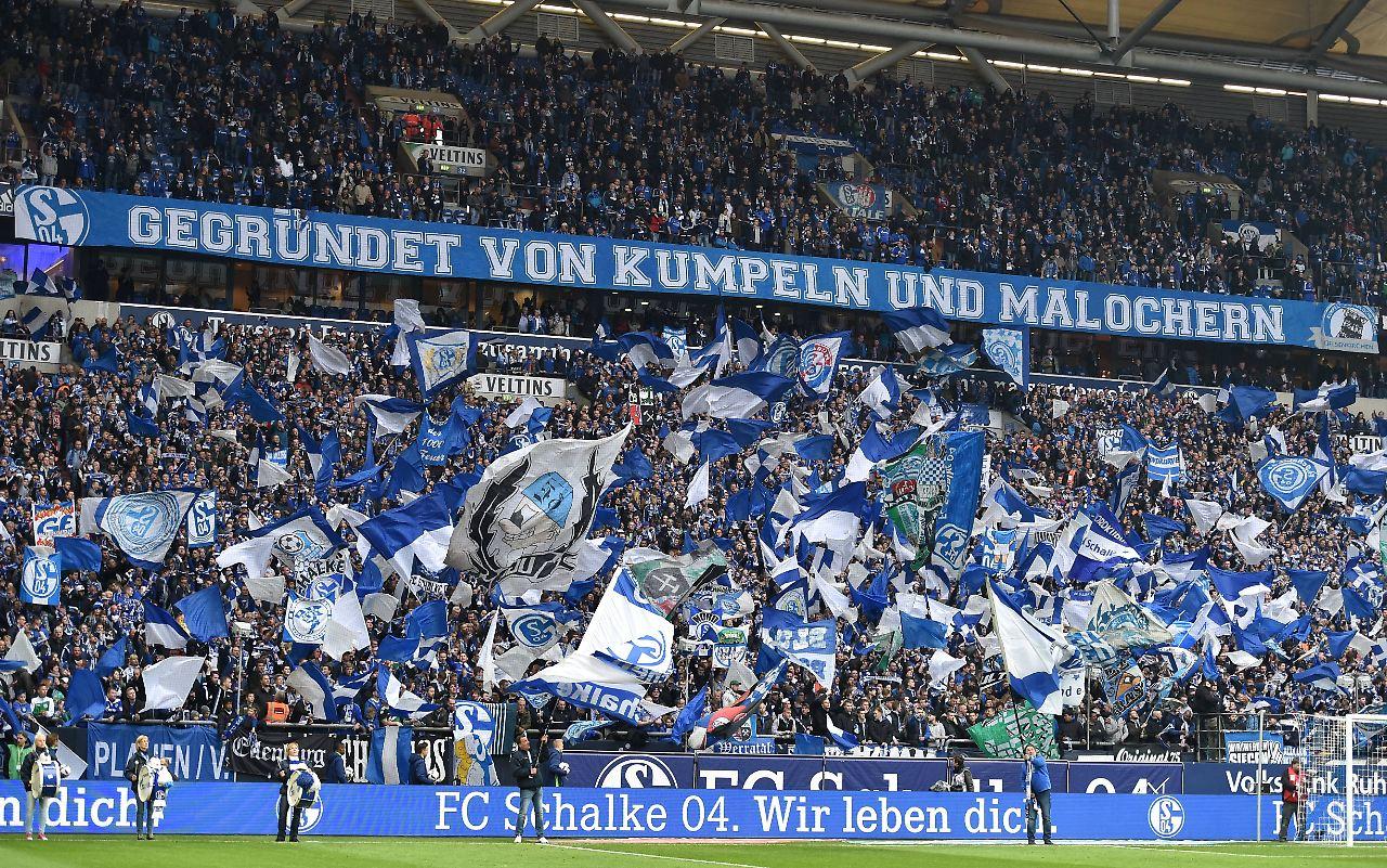 Der Sport Tag Wirbel Um Schalker Nordkurve N Tv De