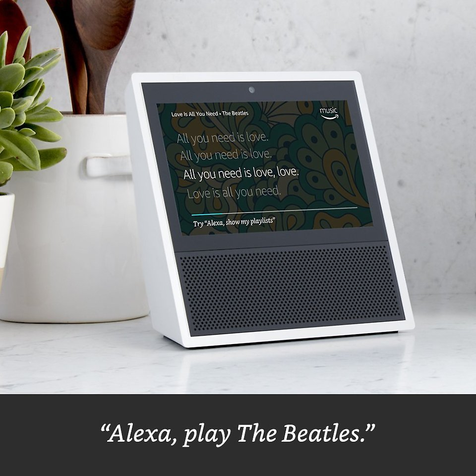 alexa kann jetzt auch zeigen amazon echo show hat display. Black Bedroom Furniture Sets. Home Design Ideas