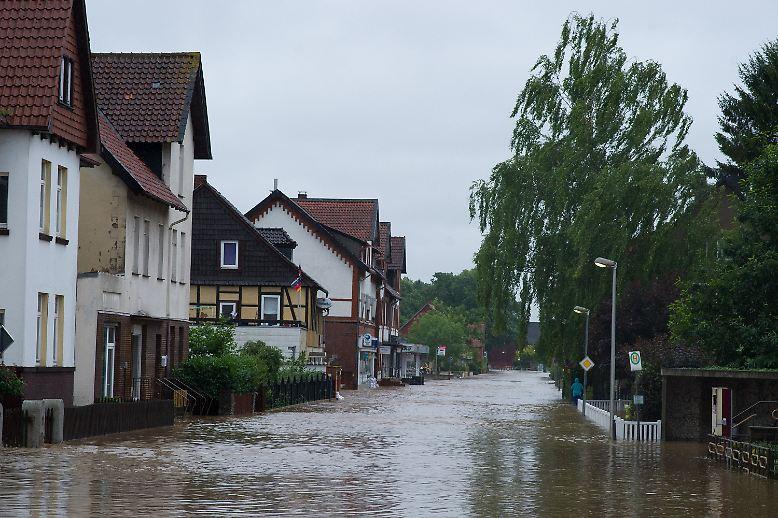 Dauerregen sorgt mitten im Sommer 2017 in vielen Teilen Deutschlands für Überschwemmungen.