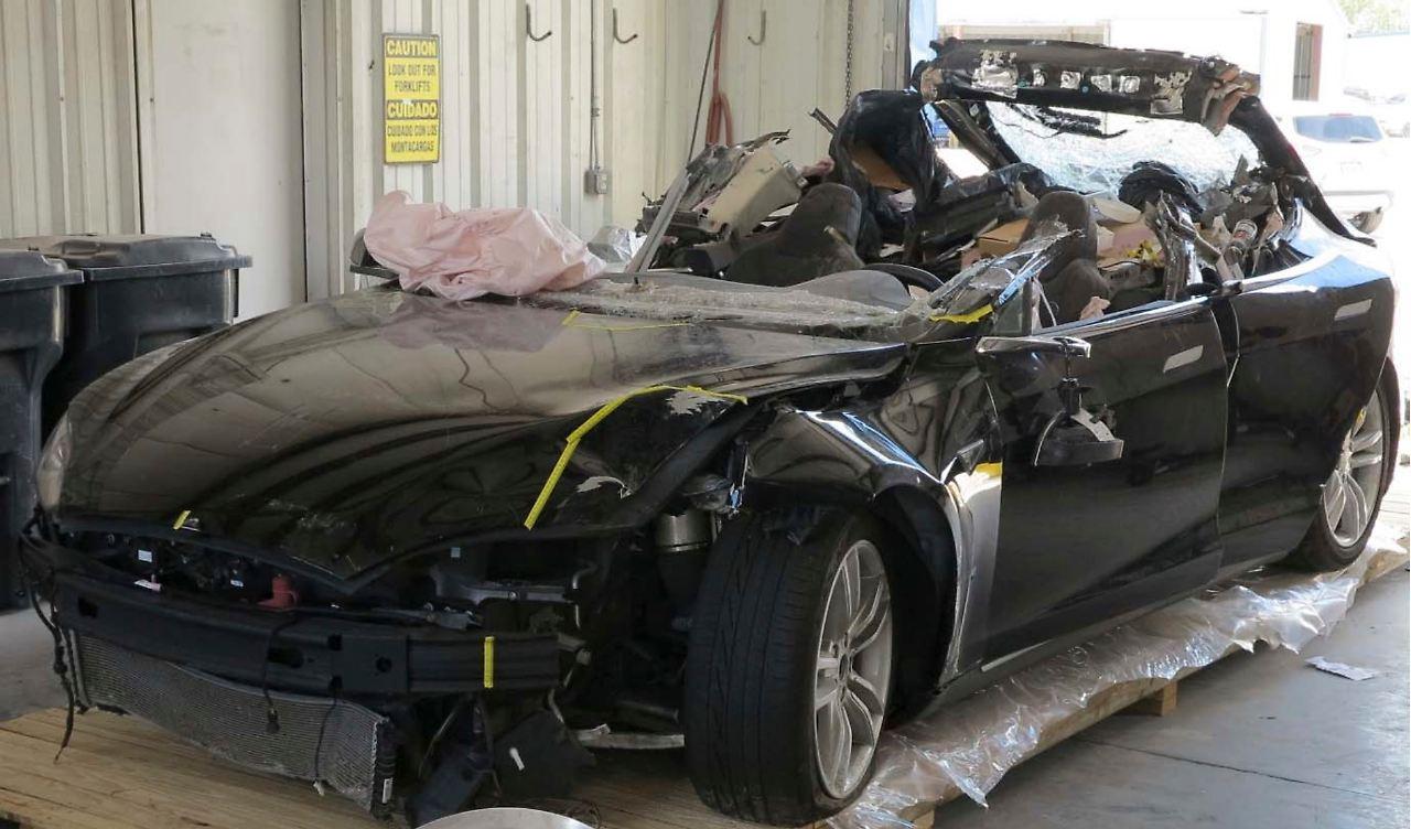 Tödlicher Crash in Ohio: Ermittler geben Tesla-Autopilot Mitschuld ...