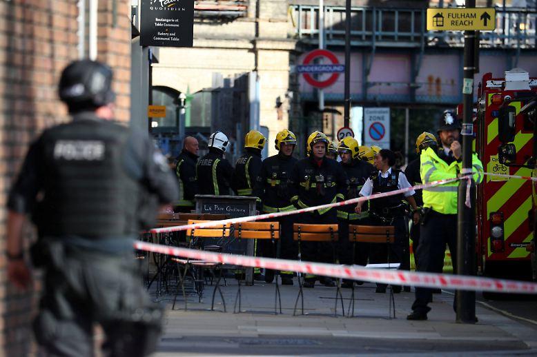Die Londoner Polizei stuft die Explosion als Terrorakt ein.
