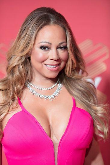 ... Mariah Carey, die für den Auftritt bei seiner Silvesterparty 2009 heftige Kritik erntete. Ebenso ...