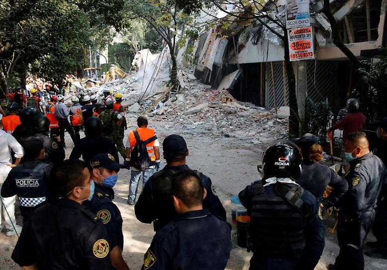 Mexiko befindet sich in einer der weltweit aktivsten Erdbebenzonen. Erst zwei Wochen ist das letzte schwere Beben her. Es folgten weit über tausend Nachbeben. (asc/hul)