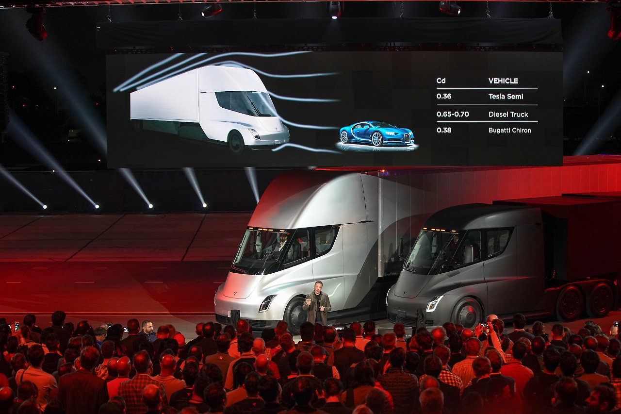 https://bilder3.n-tv.de/img/incoming/origs20141250/0602535441-w1280-h960/Tesla-Semi-Truck-1.jpg