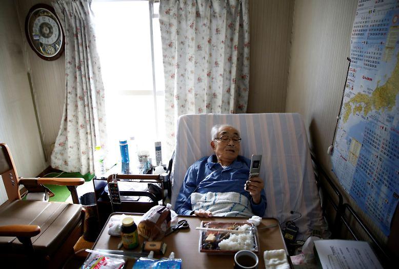 Im Juli wird bei Katsuo Saito Leukämie diagnostiziert. Der 89-Jährige entscheidet sich gegen eine Behandlung, er will lediglich Palliativpflege.
