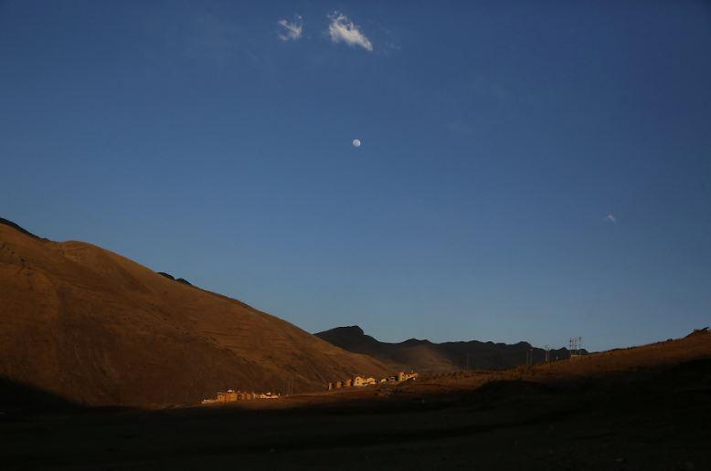 Aus der Ferne sieht Nueva Fuerabamba idyllisch aus. Denn wie es der Name schon sagt, ist die Siedlung ganz neu.