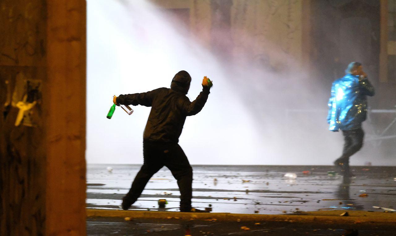 Berlin: Besatzung von Feuerwehrwagen mit Schusswaffen bedroht!
