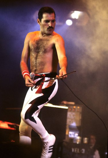 ... den legendären Queen-Frontmann Freddie Mercury (1946-1991). Na dann: We will rock you - im Kino.
