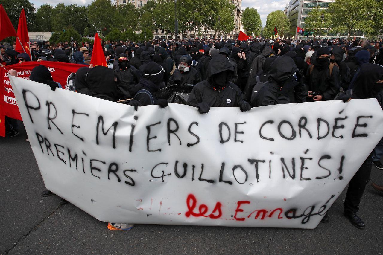 Ausschreitungen bei Mai-Demonstration in Paris