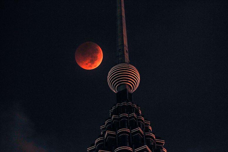 Es ist die längste totale Mondfinsternis des 21. Jahrhunderts.