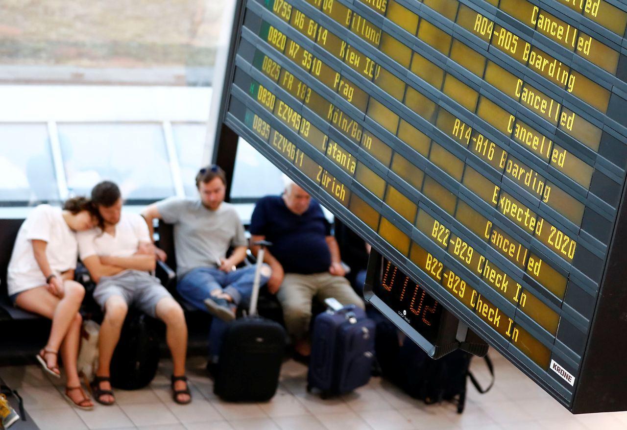 55.000 Passagiere betroffen: Streik bei Ryanair läuft - n ...