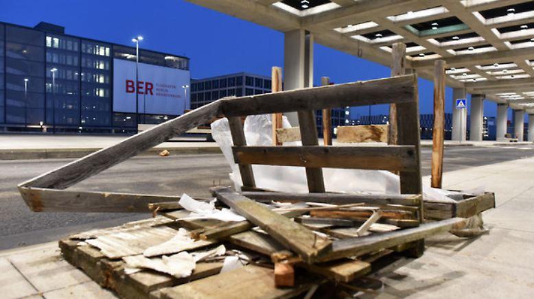 Damit hat 2006 keiner gerechnet: Dass das Prestigeprojekt neuer Hauptstadtflughafen BER international zur Lachnummer wird,...