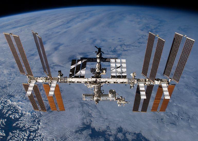 Die Internationale Raumstation (ISS) schwebt seit 20 Jahren im Weltall.
