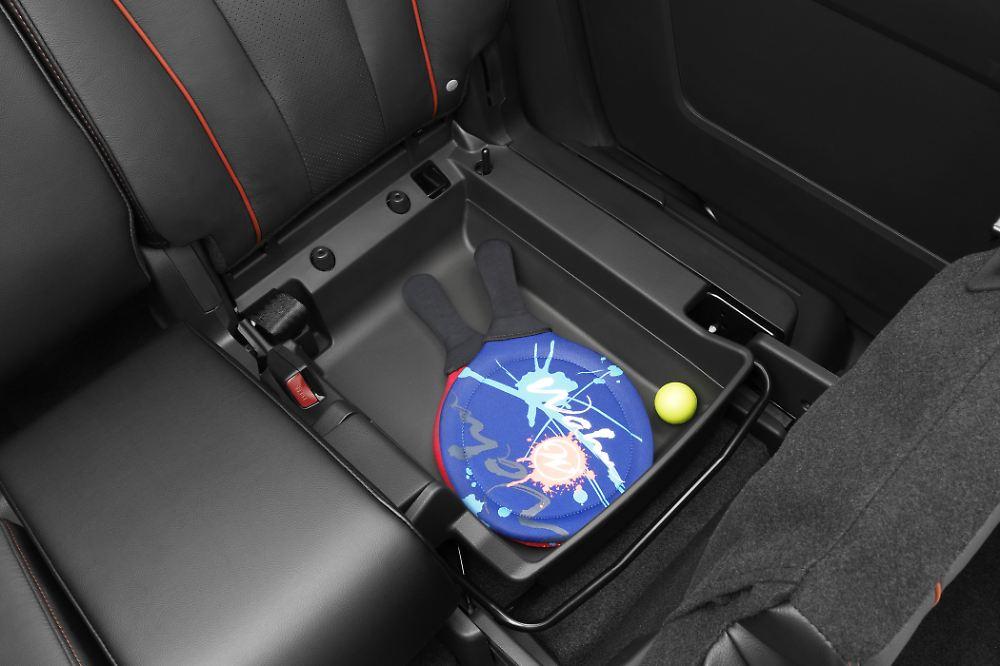 flexible einrichtung im auto innenr ume so praktisch wie nie n. Black Bedroom Furniture Sets. Home Design Ideas