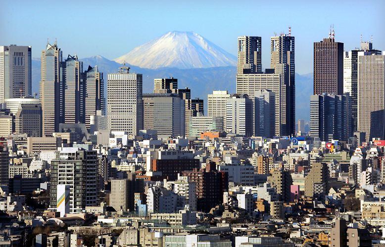 FREITAG, 11. März 2011: Der Tag beginnt in Japan wie jeder andere. Nichts deutet in der Hauptstadt Tokio (Archivbild) auf die unmittelbar bevorstehende Katastrophe hin. Überall im Land freuen sich die Menschen auf das anstehende Wochenende.