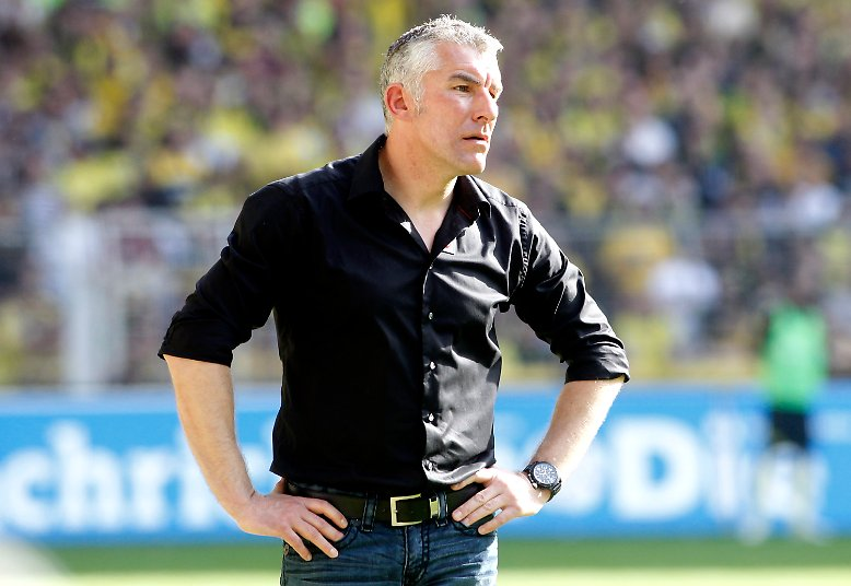 Nach dem Spiel in Dortmund hatte Hannovers Trainer Mirko Slomka eine schlechte Nachricht zu überbringen.