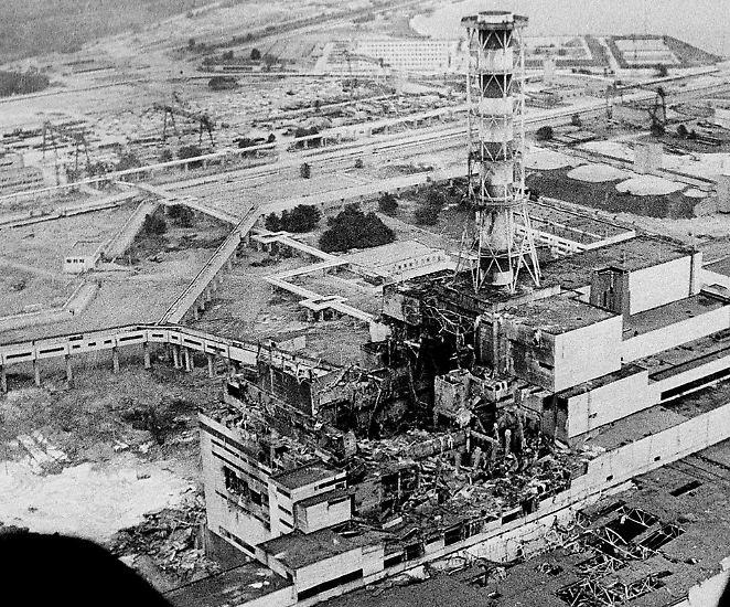 Am 26. April 1986 ereignet sich die bislang wohl schwerste Atomkatastrophe, als es am Reaktor 4 des Atomkraftwerks Tschernobyl zur Kernschmelze kommt.