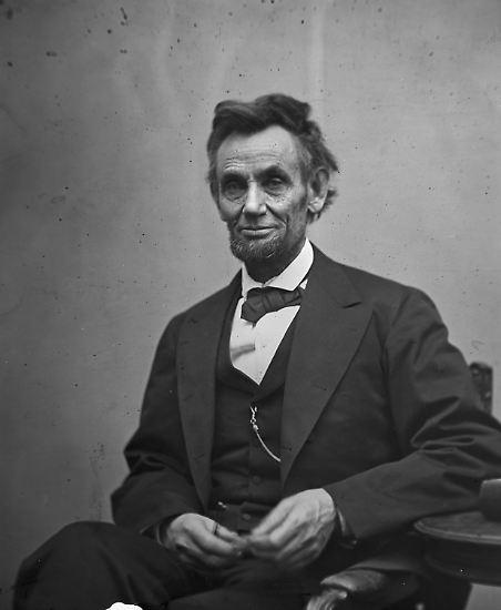 Es begann mit der Wahl Abraham Lincolns zum 16. Präsidenten der Vereinigten Staaten von Amerika. Sein Amtsantritt war zwar nicht Ursache, aber Anlass für die Beschleunigung von Ereignissen, die Amerika in einen vier Jahre langen blutigen Bürgerkrieg stürzen sollten.