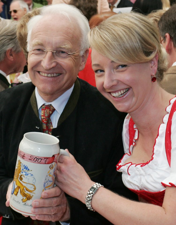 veronica sass dissertation Other high-profile victims include silvana koch-mehrin, a german mep once seen as a rising star, and veronica sass, daughter of the long-serving former premier of bavaria and 2002 chancellor candidate edmund stoiber.
