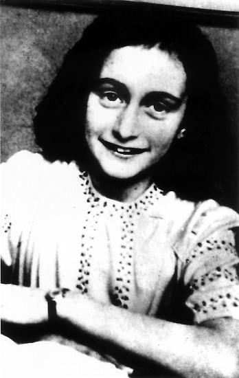 Sie hatte von einem Leben als Schriftstellerin geträumt - und ist es dann unfreiwillig als junges Mädchen geworden.