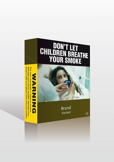 """Seit etwa zwei Jahren dürfen nur noch Packungen in einheitlichem Design verkauft werden, auf denen vor den Gefahren des Rauchens gewarnt wird.  """"Lassen Sie Kinder nicht Ihren Rauch einatmen"""", heißt es über einem der harmloseren Motive."""