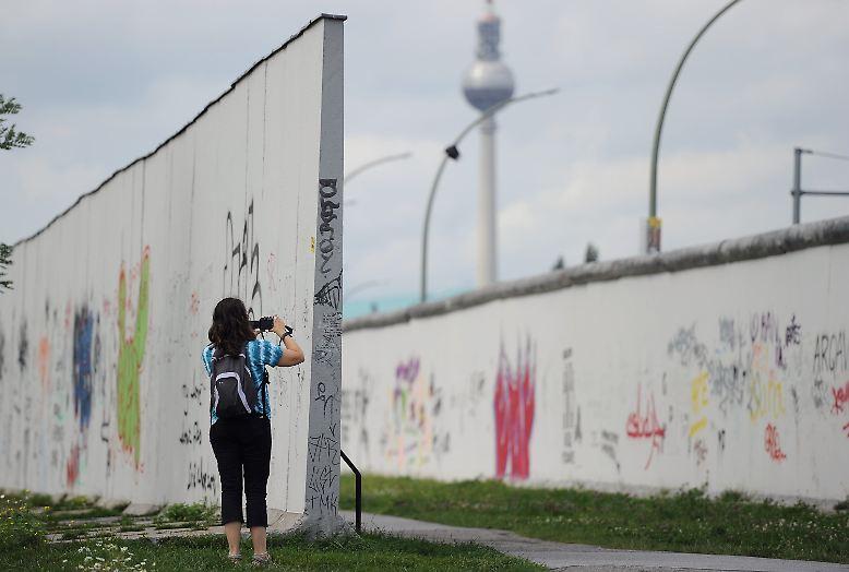 Von der Mauer, die Berlin 28 Jahre lang teilte, stehen nur noch wenige, kleine Reste. Aber wer in die Hauptstadt kommt, will sie sehen.