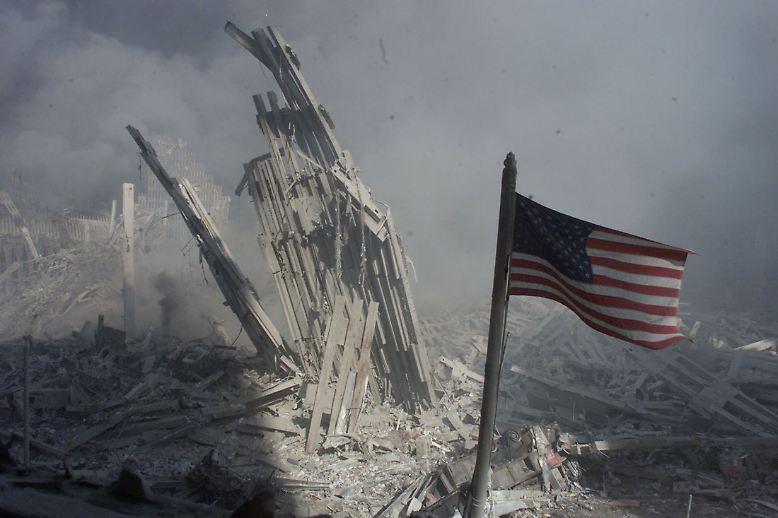In Manhattan türmten sich noch die Trümmer des World Trade Centers, …