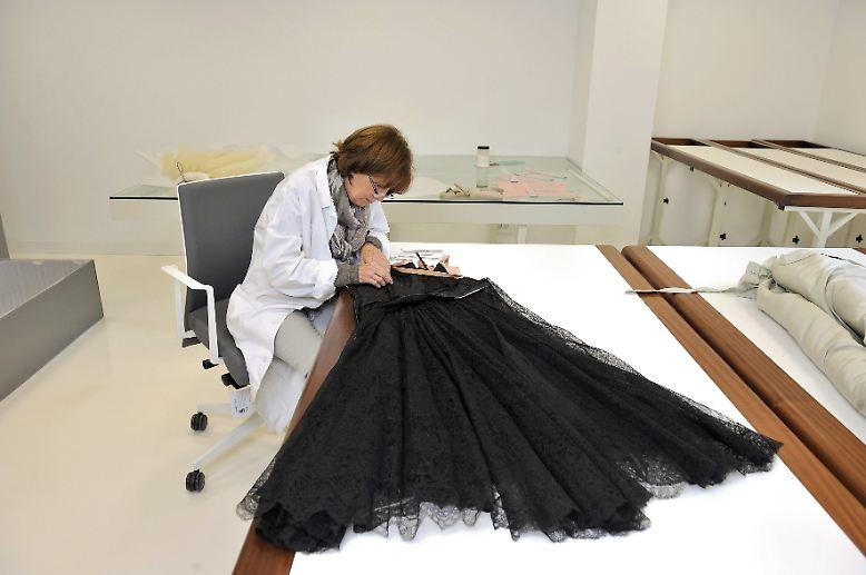 jetzt den schrank aufr umen 2012 wird elegant n. Black Bedroom Furniture Sets. Home Design Ideas