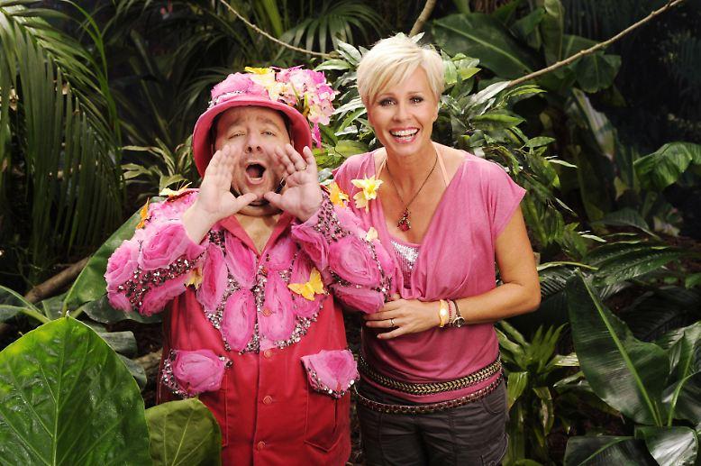 """Wie man in den Dschungel ruft, so schallt es bekanntlich heraus. Für die sechste Staffel von """"Ich bin ein Star - Holt mich hier raus!"""" haben Dirk Bach und Sonja Zietlow deshalb laut nach neuen """"Promis"""" gerufen - und herausgekommen ..."""