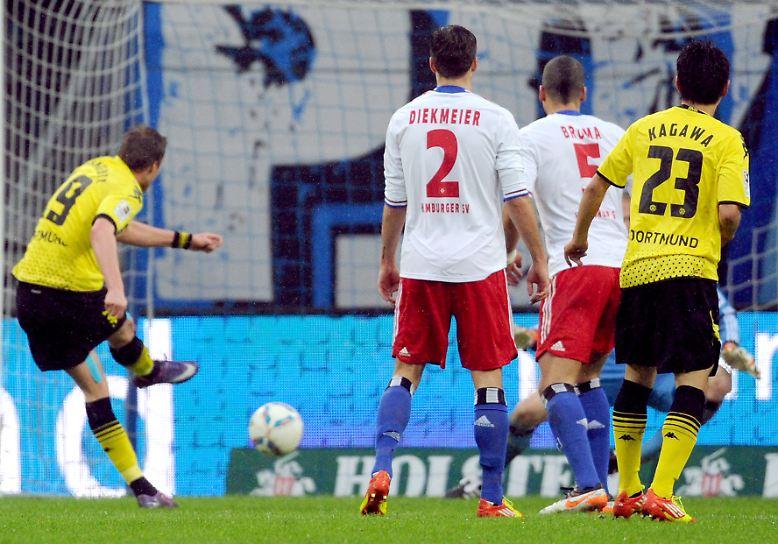 Borussia Dortmund treibt nach der 5:1-Gala in Hamburg die Bayern vor sich her. Punktgleich mit den Münchnern meldet der Meister eindrucksvoll seine Titelambitionen an. Kevin Großkreutz gelingt das 1:0 für den BVB.