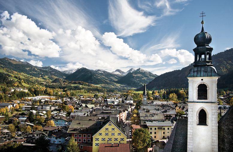 Kitzbühel ist weltberühmt – und das bereits seit mehr als hundert Jahren. Seit 1898 kommen Touristen nach Kitzbühel, …