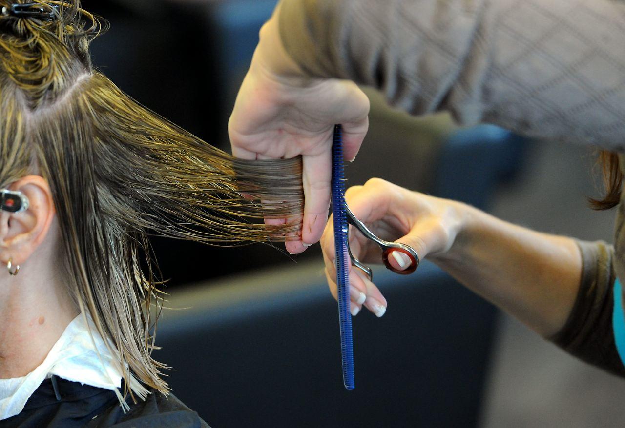 Friseur Schneidet Zu Viel Ab: Wann Gibt Es Schmerzensgeld