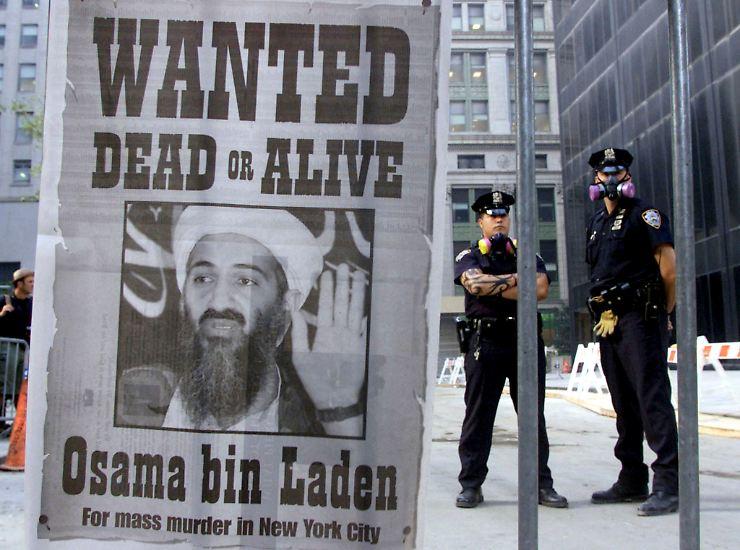 Ein Jahrzehnt lang war Osama bin Laden der meistgesuchte Terrorist der Welt. Geboren wurde er 1957 in Saudi-Arabien. Am 2. Mai 2011 erschoss ihn ein Sonderkommando der US-Armee.