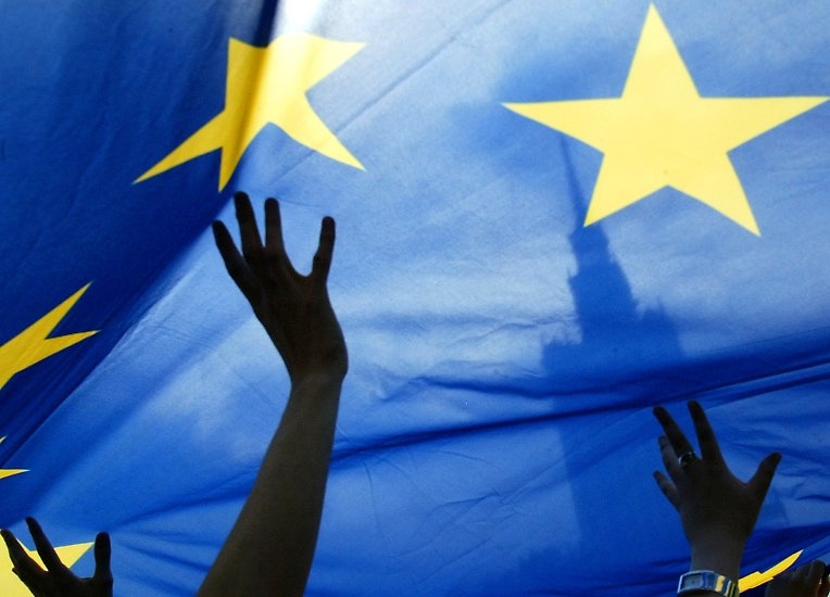 Die Europäische Währungsgemeinschaft ist Teil eines Mammutprojekts. Mit dem Aufbau der Euro-Zone wagen sich die Europäer in historisches, politisches und volkswirtschaftliches Neuland vor.