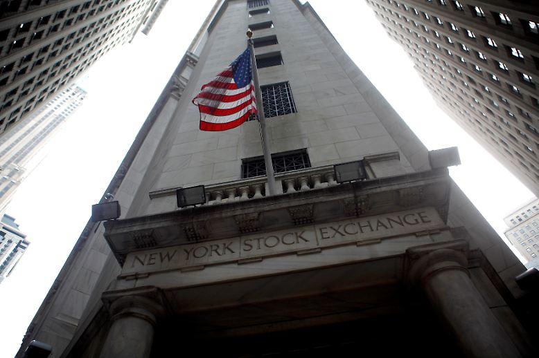 In New York geht alles wieder seinen Gang: Nicht ganz zwei Jahre nach dem größten Finanzerdbeben der Gegenwart macht sich ein verführerisches Gefühl von Erfolg und Sicherheit breit.