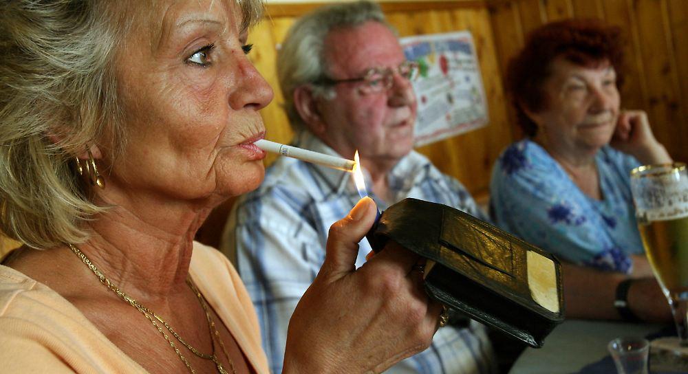 Wie viele Menschen rauchen