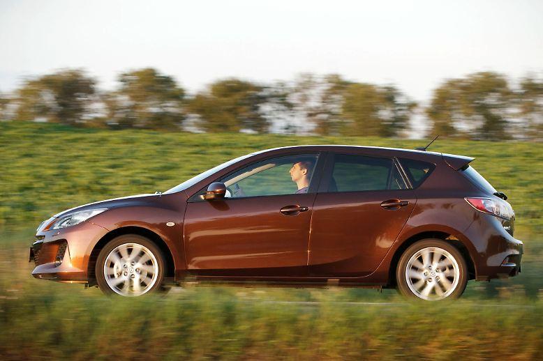 Der Mazda3 hat sich seit seinem Debüt 2003 Sportlichkeit auf die Fahnen geschrieben. Aber nicht nur das: Auch die Mängelliste des Tüv für den Japaner ist äußerst gering. Deswegen Platz zwei bei den Zwei- bis Dreijährigen. Die durchschnittliche Laufleistung der geprüften Mazda3 lag bei 38.000 Kilometern.