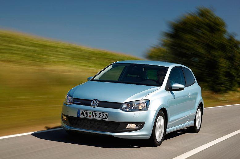 So sieht er aus, der Sieger bei den zwei bis drei Jahre alten Fahrzeugen. Ja, es ist ein VW Polo. Der hatte im Tüv-Report 2013 die wenigsten Mängel. Dabei lag die durchschnittliche Laufleistung des Wolfsburgers bei 32.000 Kilometern.