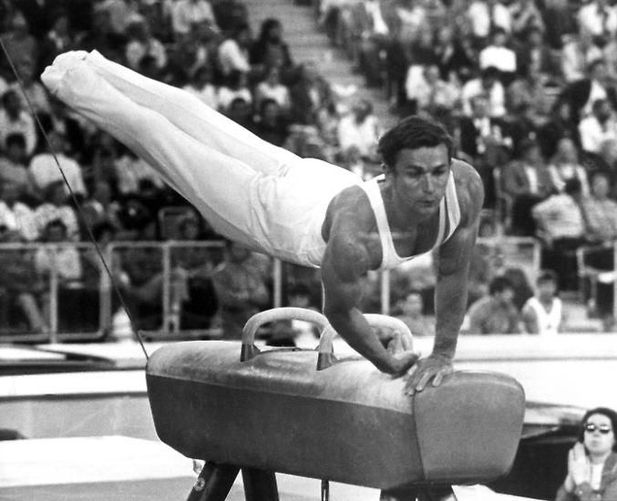 Kunstturn-Olympiasieger Klaus Köste, Goldmedaillengewinner von München 1972 am Sprung, starb am 14. Dezember in Leipzig im Alter von 69 Jahren an Herzversagen. Der in Frankfurt/Oder geborene Köste war erste Kunstturn-Olympiasieger der DDR und der älteste noch  lebende deutsche Turn-Olympiasieger. Gemeinsam mit dem ehemaligen Reck-Weltmeister Eberhard Gienger hält er die Rekordmarke von 34 nationalen Einzeltiteln.