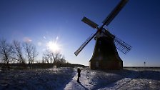 Die Idee, die Kraft des Windes wirtschaftlich zu nutzen, funktioniert, ist aber eigentlich nicht besonders originell. Windmühlen begleiten die Menschheit schon seit Urzeiten - und auch in Deutschland haben die Flügelräder eine lange Tradition.