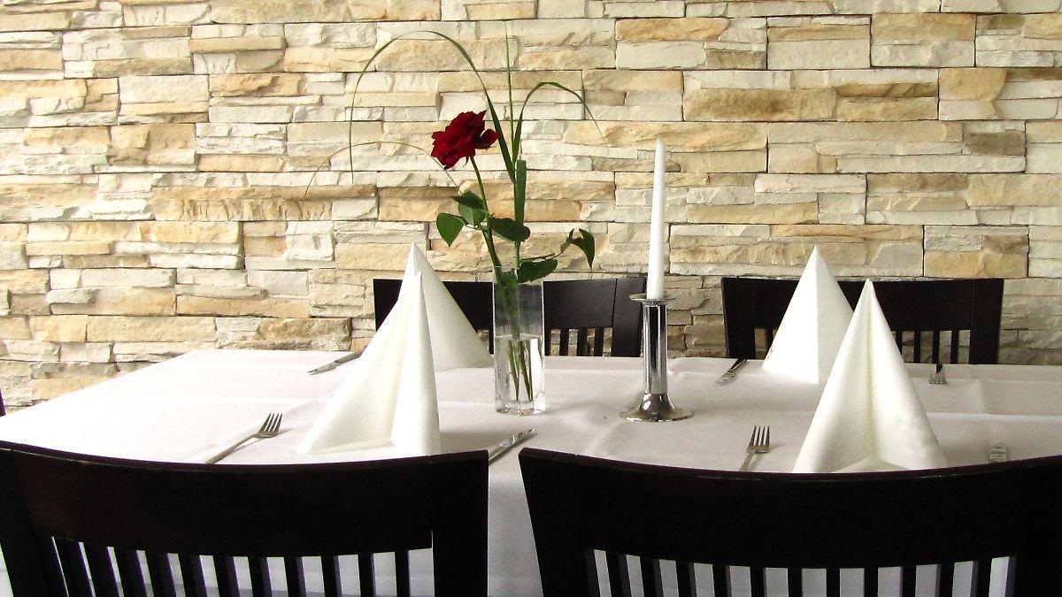 lahmer service schlechtes essen rechte im restaurant n. Black Bedroom Furniture Sets. Home Design Ideas